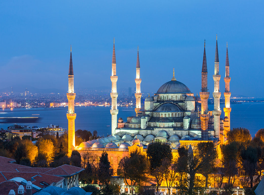 Blue Mosque in Istanbul at night