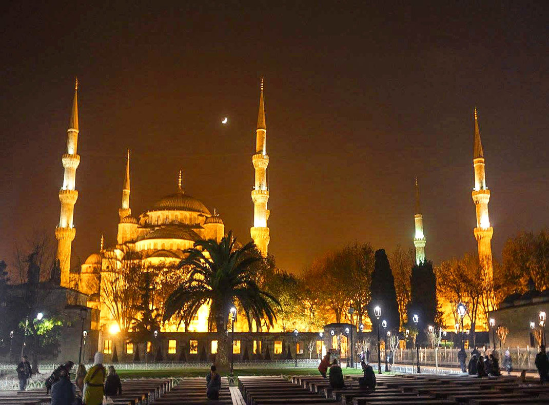 The-Blue-Mosque-at-night