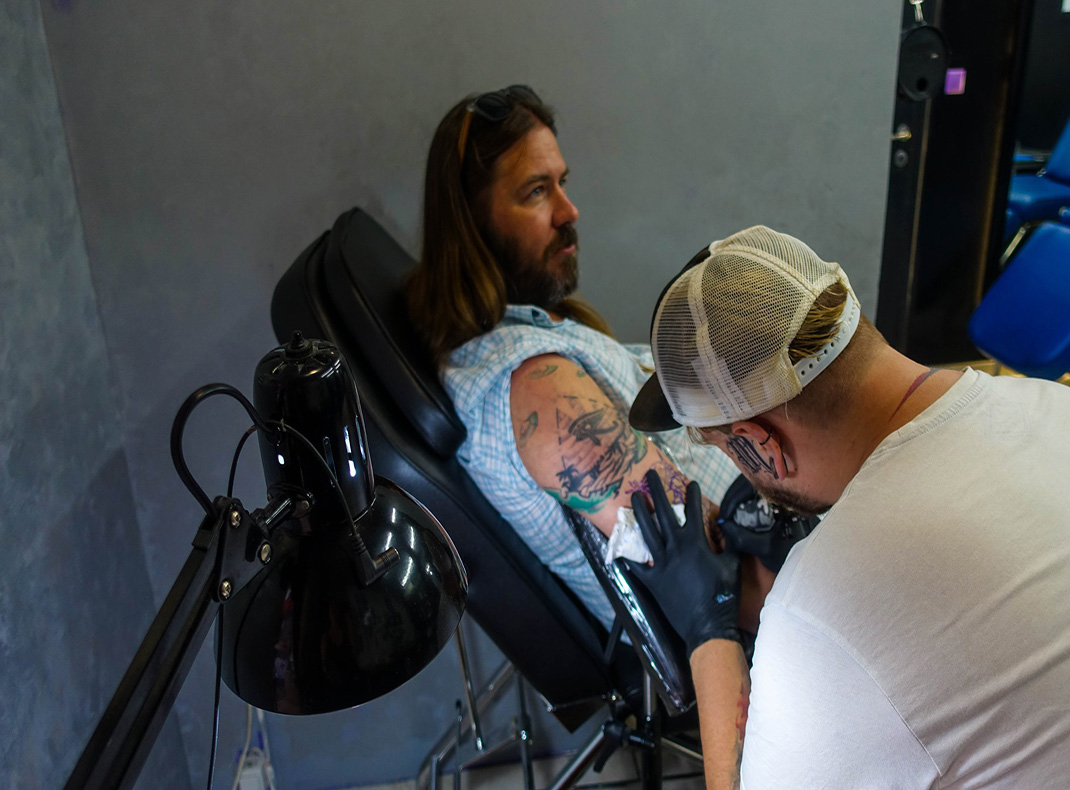 Lance-getting-a-tattoo-in-Athens-Greece